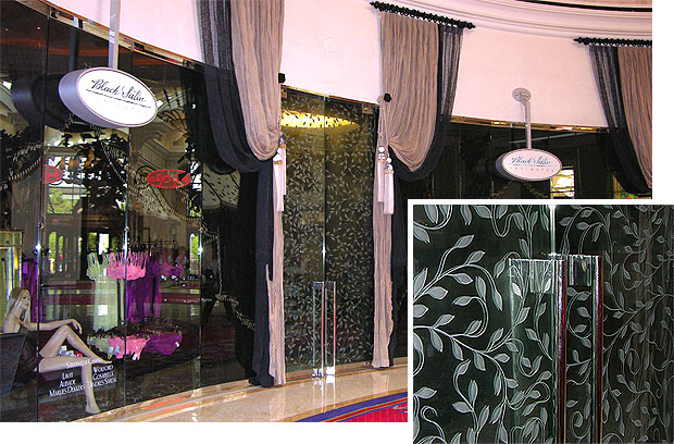Intimate apparel purveyor Black & Satin strives for an intimate, sexy look. It fits the Wynn Hotel's sexy vibe. They use a grapevine pattern deeply etched into the front and back of the glass doors. I found these doors...um... stimulating.