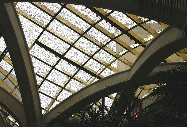 At the Wynn Hotel, flawless execution of difficult geometric shapes rendered in glass and stone appear effortless. I know from experience that this is anything but effortless to create