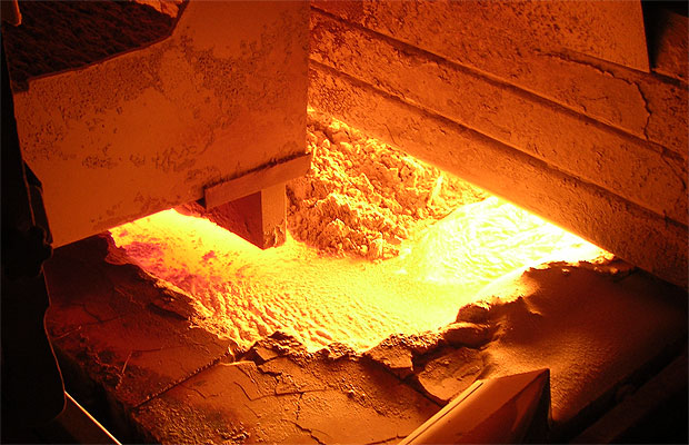 Float glass being made from melting powders, including silica sand