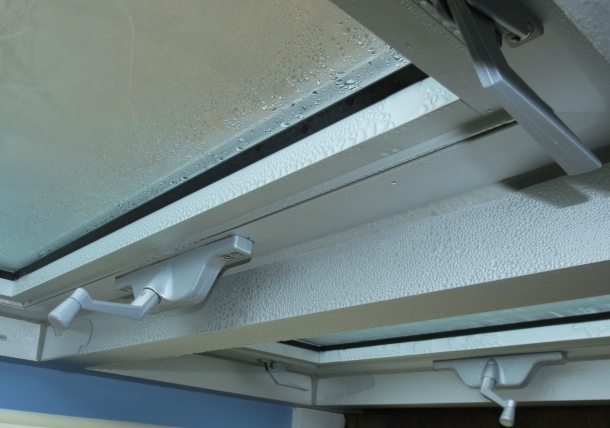 Condensation on aluminum window