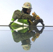 f09-caulking-glass.jpg